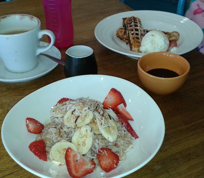 Fox and Bow cafe, farrer shops, woden, best cafes in canberra, woden, ACT, breakfast, brunch, lunch, coffee