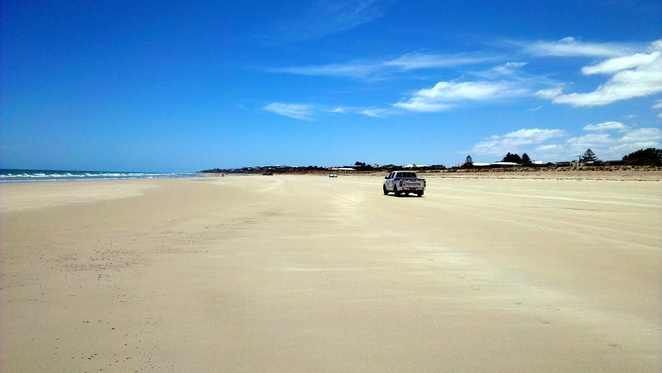 sellicks beach, fleurieu peninsula, south australia, beach, summer, drive on beach