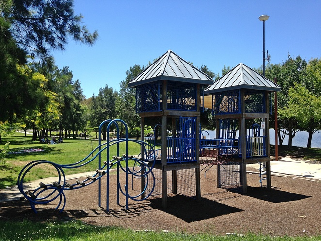 tuggeranong town park, playground, canberra, free, playgrounds in canberra, school holidays, BBQ areas, water, lakes, ACT,