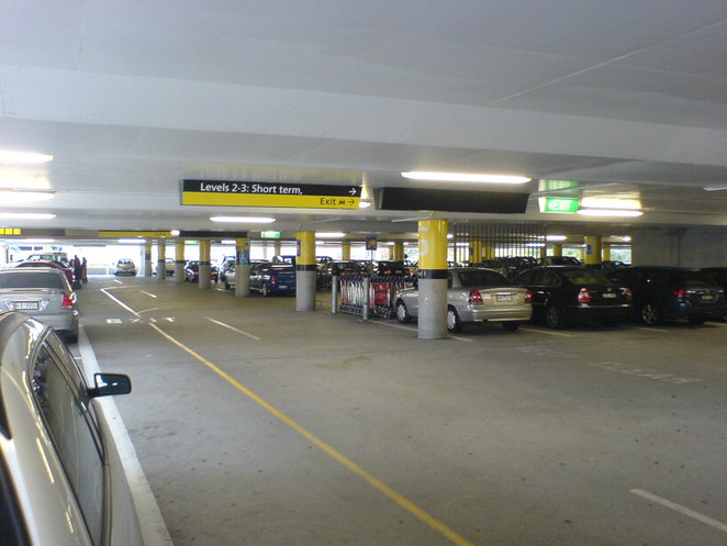 Melbourne Airport's Short Term Parking (Alan Isherwood, Wikicommons)