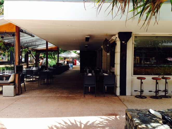 Peregian square, restaurants