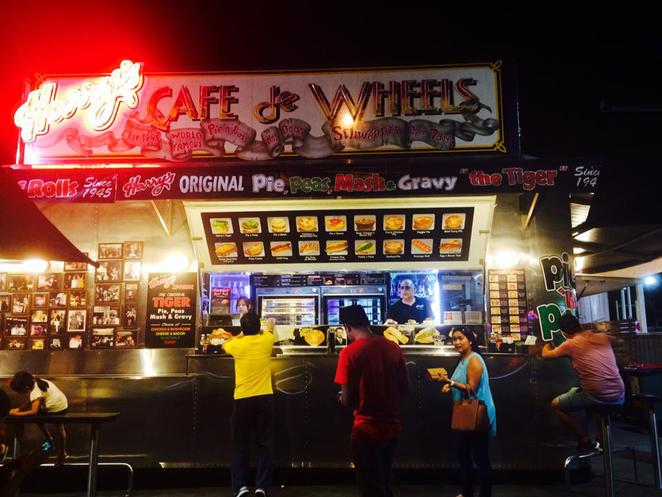 harry's cafe de wheels, sydney meat pie, best meat pie in sydney, australian icon, food outlet open until late, where to go in sydney at night, pies and peas