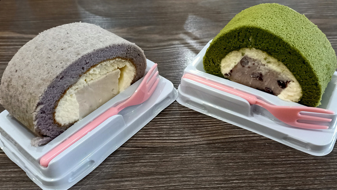 Of course, let's not forget the Green Tea and Taro Cakes at HI Hi