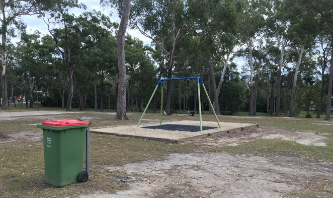 Ngulli Bui Park, Gold Coast, Picnic tables, Picnic Spot, Dog Walking, Olsen Avenue, Harbourtown, dog walking, walking track, playground, swings,