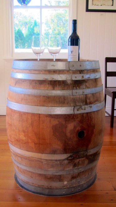 Twisted Gum Wines, Ballanden, cottage, art gallery, dry grown. Michelle and Tim Coelli