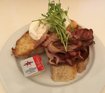 bacon,and,poached,eggs,at,Waldeck,Lakeside,Cafe