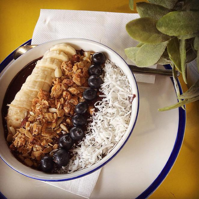mootch & me, acai bowl, fruit, all-day breakfast, brighton-le-sands, cafe, bay street