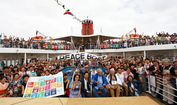 peace,boat,with,passengers