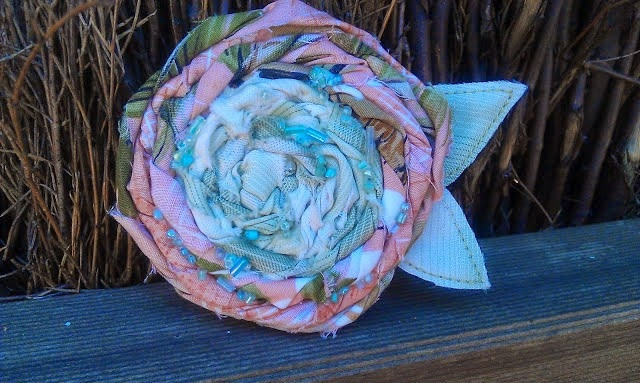 Recycled Fashion, Fabric Scrap Rosette Brooch Workshop, Nanna Cool Market, Frankston, Melbourne, craft, DIY