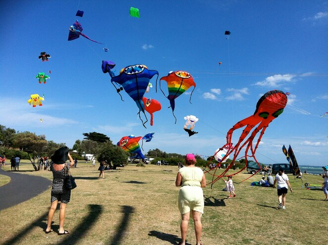 rosebud kite festival, rosebud foreshore jetty, international kite flyers, live entertainment, stalls, rides, entertainment, community event, fun things to do, relaxing with kites, kite flying sport, family event, free event