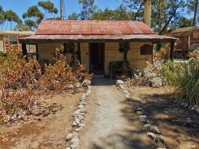 tailem town, ghost adventures, history of south australia, ghost tours, old tailem town, holiday in sa, about south australia, tourism, tailem bend, early settlers cottage