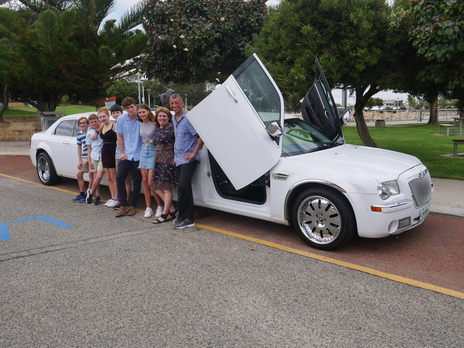 limousine limo Perth red carpet luxury