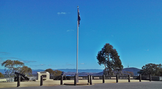 mount pleasant lookout, canberra, ACT, lookouts, views of the city, duntrron, memorials,