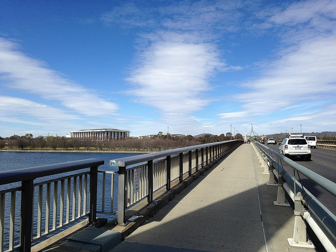 commonwealth avenue bridge, canberra, lake burley griffin, walking tour, self guided walking, how to get to the parliamentary triangle from the city, canberra,