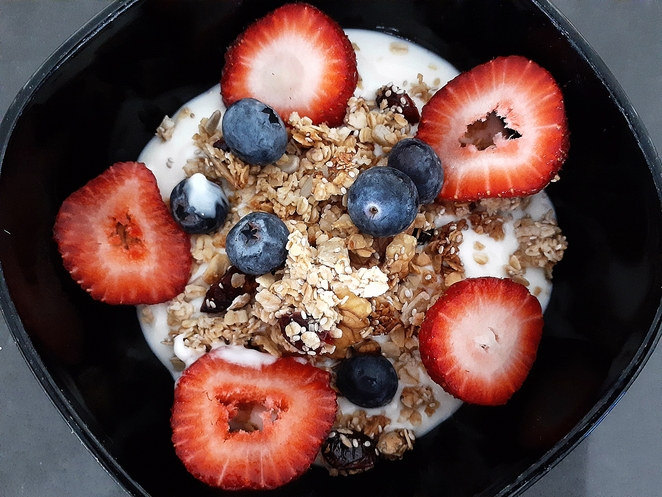 granola, recipe, healthy, oats, chia seeds, maple syrup, olive oil, desiccated coconut, sunflower seeds, walnuts, cranberries, australia,