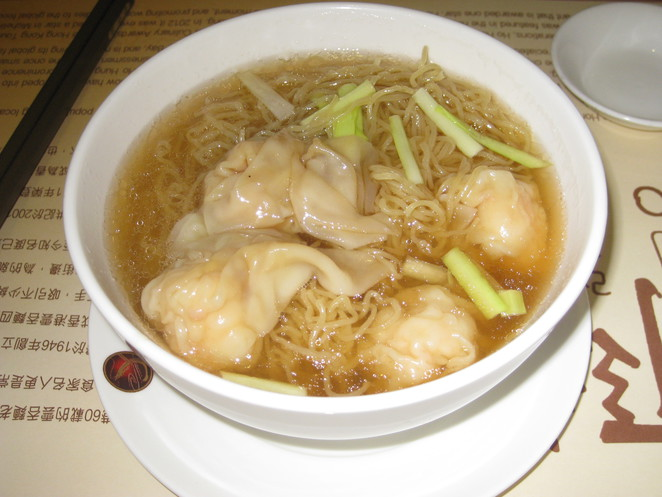 Wonton noodle soup garnished with garlic chives