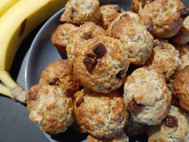 banana muffins, banana and choc chip muffins, banana oat and choc chip muffins, recipes, muffin recipes, kids, children, best muffin recipes for kids, australia, easy, mini muffins, lunch box, ideas,