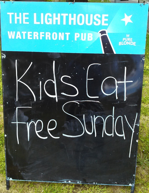 lighthouse pub, belconnen, canberra, pubs, kids eat free, ACT, lake ginninderra,