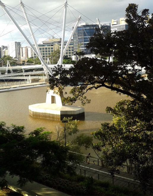 The river walk as it passes GoMA and the Kurilpa Bridge