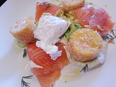 Salmon gravlax with polenta chips