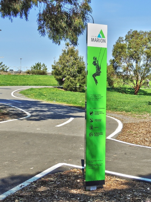 playground, play areas, dog friendly, children, trees, shelters, reserve, wetlands, trails, sign