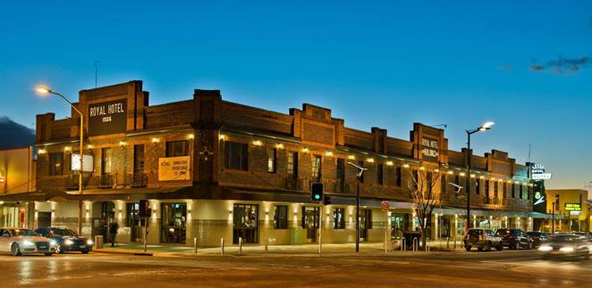 queanbeyan royal hotel, queanbeyan, historical pubs, history, day trips from canberra, ACT, NSW, lunch, dinner, beer, wine, nightlife,