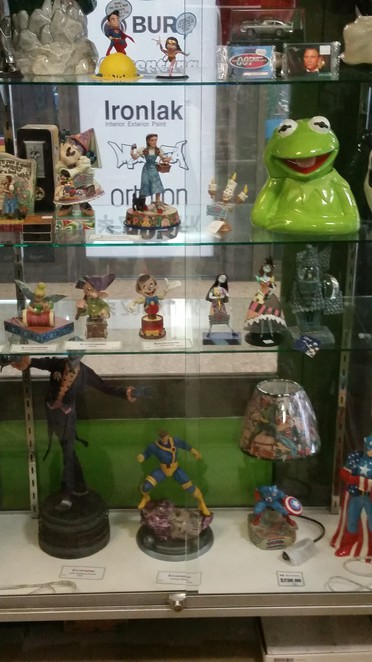 Timothy Braund, Mad Zombie Collectables, Autographs, plushies, movie paraphelalia, statues, pop culture