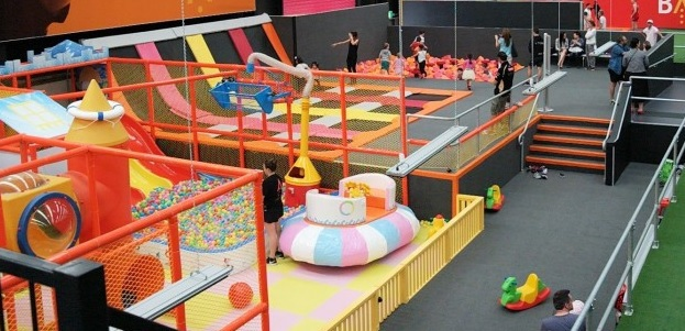 Trampoline park,Melbourne Recreation Centre,Indoor Adventure Park,Abseiling kids teens,Dodgeball Melbourne,Trampolining Melbourne,Under 5 adventure park,indoor climbing Melbourne,Latitude Melbourne,
