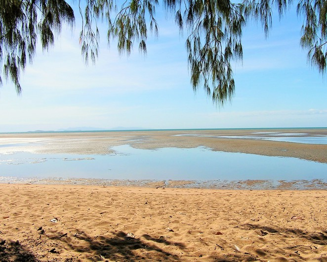 Bushland Beach, Townsville, Queensland, Townsville beaches, sandy beach,