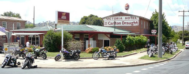 Motorcycle group visits Victoria Hotel