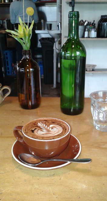 red brick expresso, canberra, cafes, best coffeeshops in canberra, curtin, south of canberra cafes, coffee grinders, breakfast, lunch,