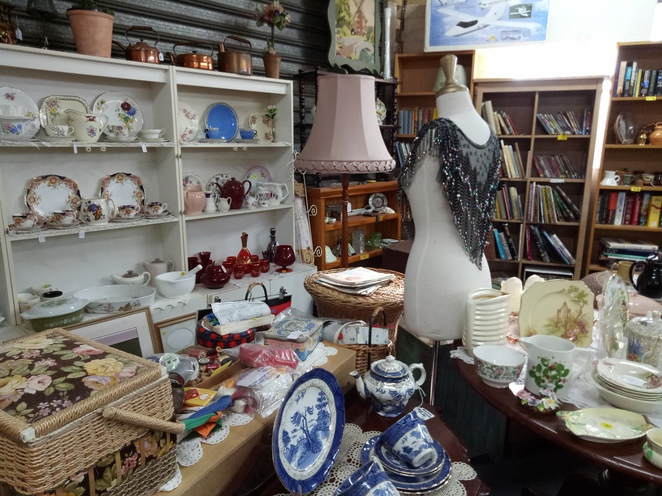 Eltham, Vintage shop, antique wares, retro, kitchenware, memorbilia, bazaar, shop, second hand, goods