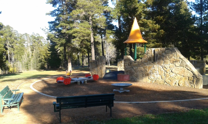 isaacs playground, woden, canberra, ACT, best playgrounds, parks, picnic spots, julia flynne drive,