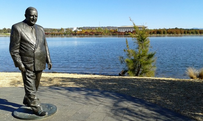 RG Menzies walk, sir robert menzies, lake burley griffin, canberra, ACT, bike rides, walks,