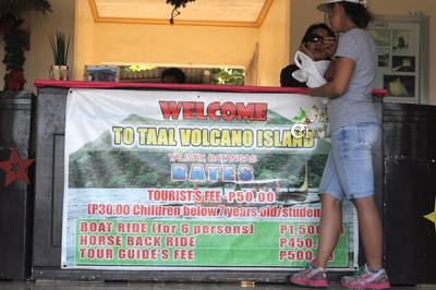 Taal Volcano, Smallest volcano, Crater Lake Active volcano
