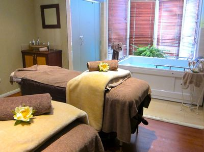 Yindi Day Spa Katoomba, Couples Spa and Massage Room - yes please!