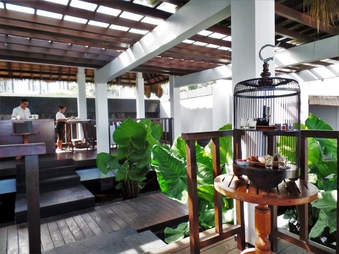 afternoon tea at crystal blue restaurant in Samabe Bali Suites & Villas