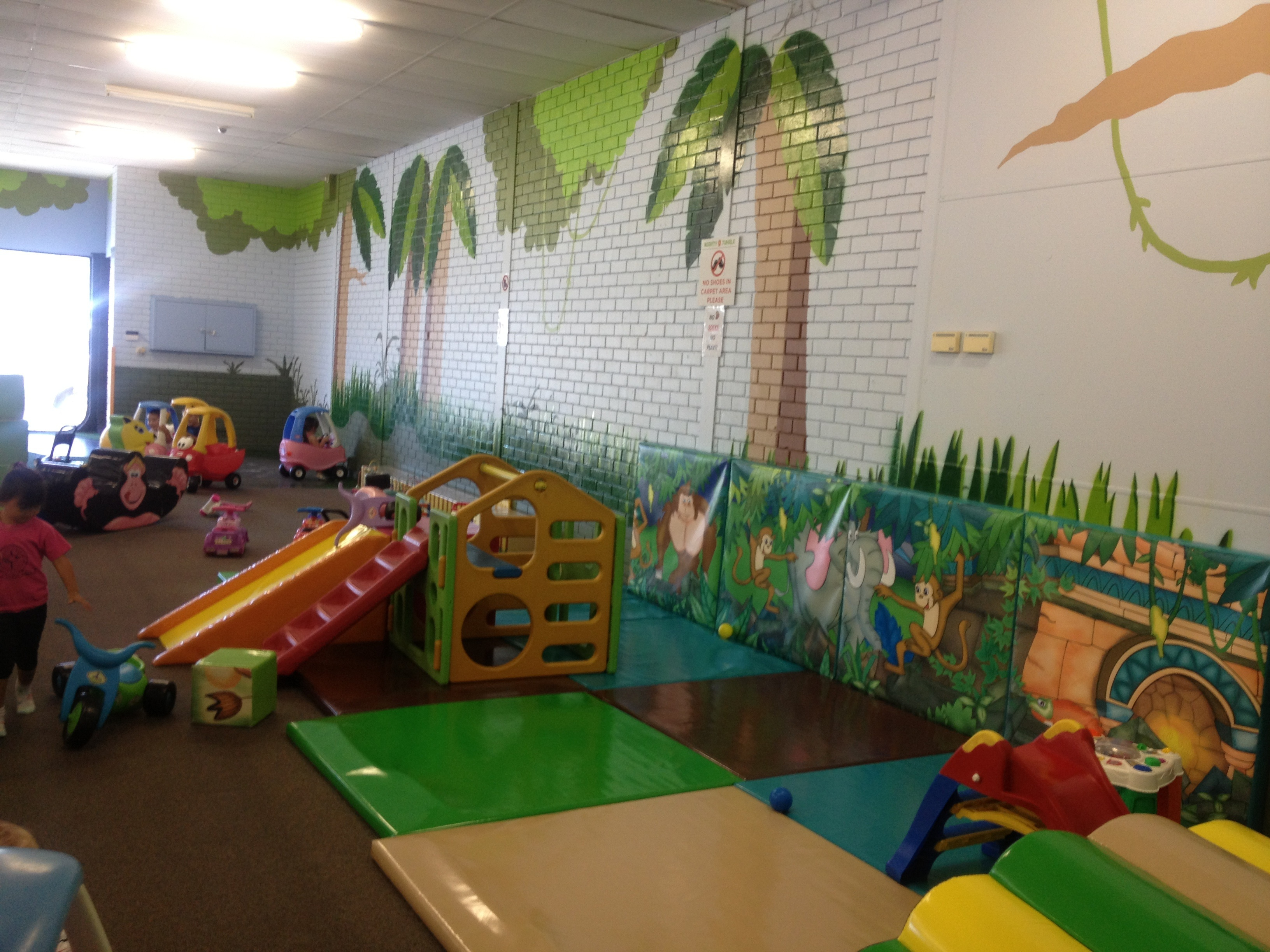 Mighty jungle indoor play centre perth for Baby play centre