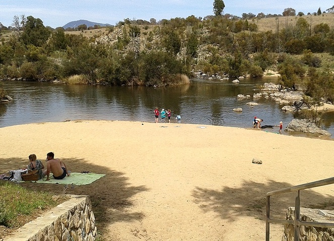 pine island, canberra, tuggeranong, murrumbidgee river, river swimming, ACT, escape the heat, cool, family, swimming, river,