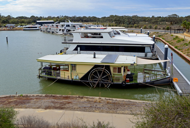 Victoria South Australia Melbourne Adelaide Echuca Mildura Riverland Houseboat Houseboats Houseboating River Murray River Cruising