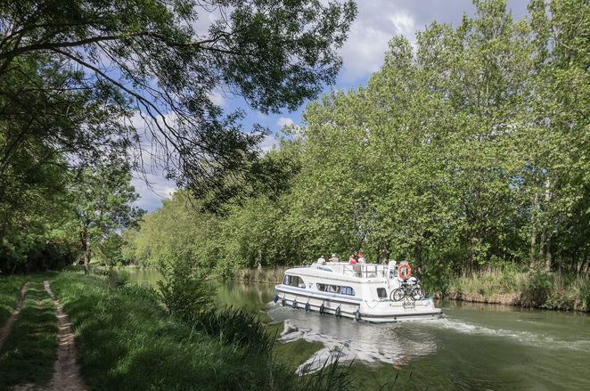 Canal du Midi, canal boat