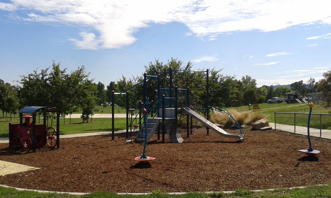 chifley playground, chifley place, woden, best parks in woden, best playgrounds in woden, playgrounds, parks, canberra, ACT, A bite to eat cafe, chifley shops,