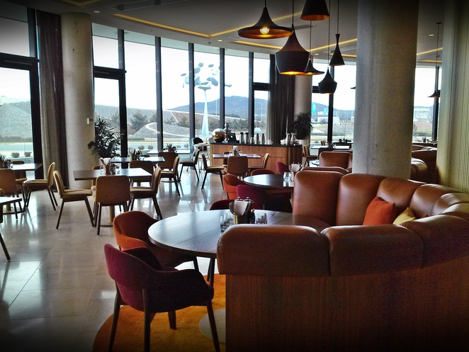 helix bar and dining, vibe hotel, canberra, ACT, canberra airport, buffet breakfast, fireplace,