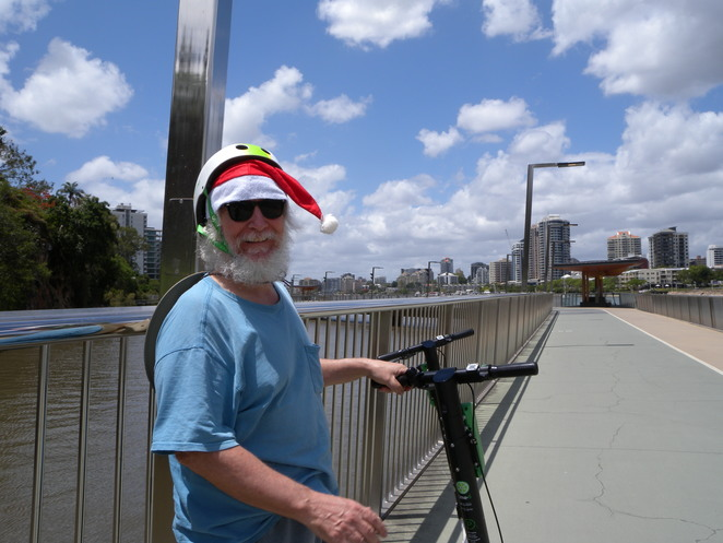 Santa on Lime, New Farm Riverwalk, Brisbane. He wished all readers of Weekend Notes, a very happy Christmas.