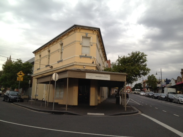 shopping strip, local shopping, community shopping, cafes, coffee, trendy cafes, day spa, pampering, close to city,
