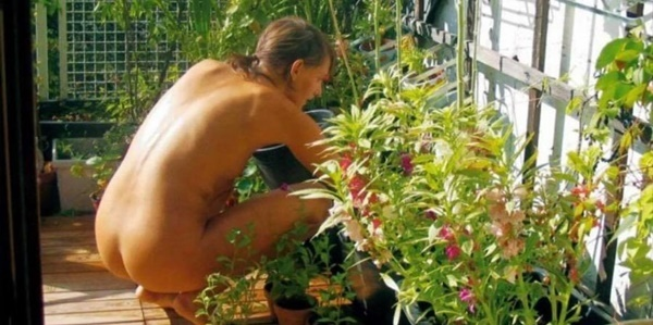 World,Naked,Gardening,Day