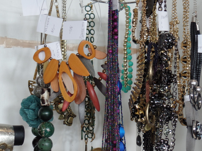 Accessories and costume jewellery