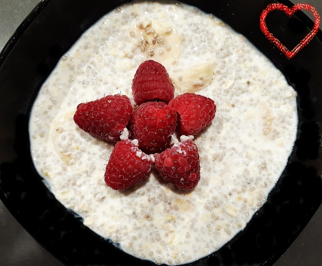 banana chia pudding, oats, chia, banana, raspberries, yoghurt, australia, breakfast, overnight oats, mothers day, recipes,