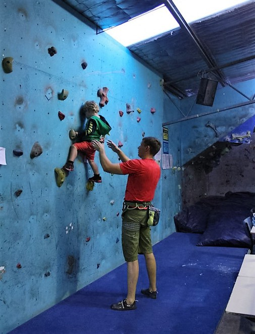 canberra indoor rock climbing, hume, mitchell, kids, parties, teenagers, exercise,