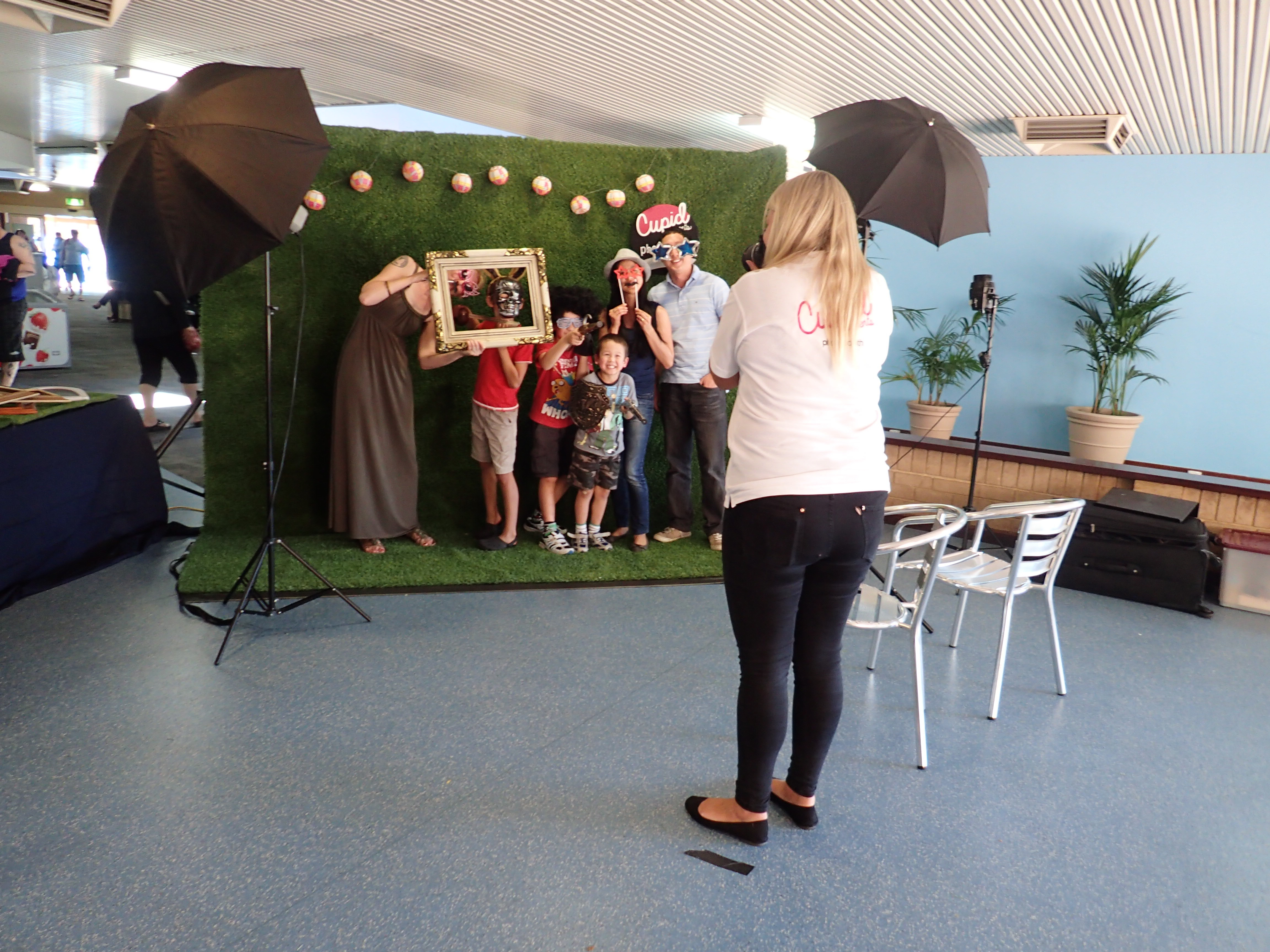 Attractive Cupid Moments Photobooth - Perth LE41